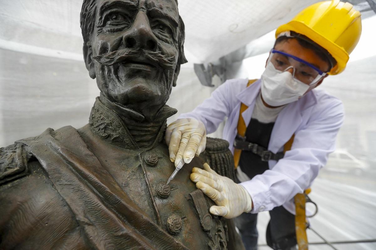 Municipalidad de Lima continúa con restauración de esculturas en el Centro Histórico