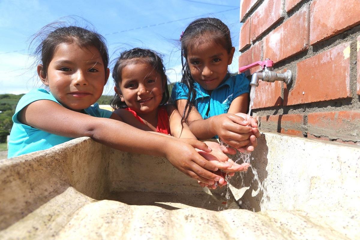 MVCS culminará este año la ejecución de 363 obras de agua y saneamiento en el ámbito rural