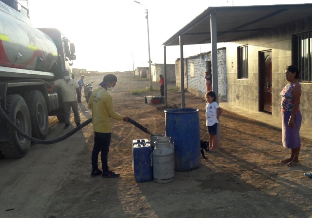 Distribuyen agua potable en zonas rurales vulnerables de La Libertad