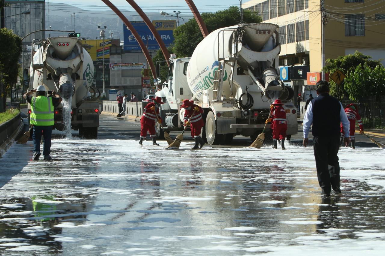 Concretos Supermix y Cemento Yura realizan lavado y desinfección de principales vías de Arequipa