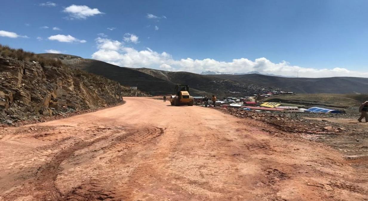 Bolivia: Obras de asfaltado en el tramo Curva – Tranca Pinaya en Colquiri tienen 32% de avance